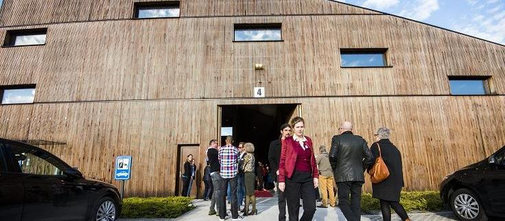 Aquatreat aarschot energiezuinig bouwen wonen bouwbedrijf mathieu gijbels limburg feest opening bubbels