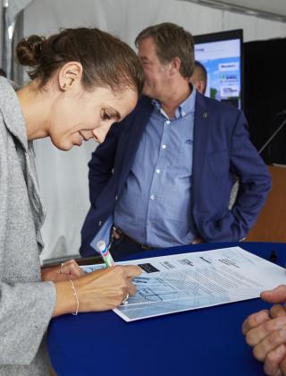 Lize Tegenbos ondertekent