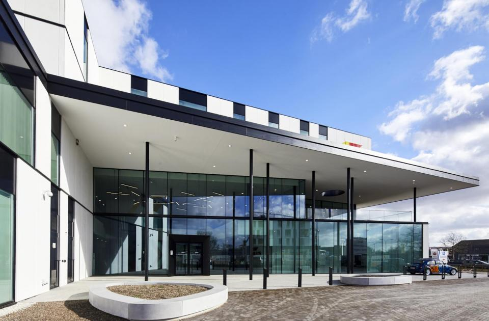 \\gijbels.Be\public\Info\Foto\FOTO_DATABANK\2.  Industriebouw\B-2017-Carglass HQ Bedrijvenpark Heros (Concentra)\2019 02 21 MS AFGEWERKT