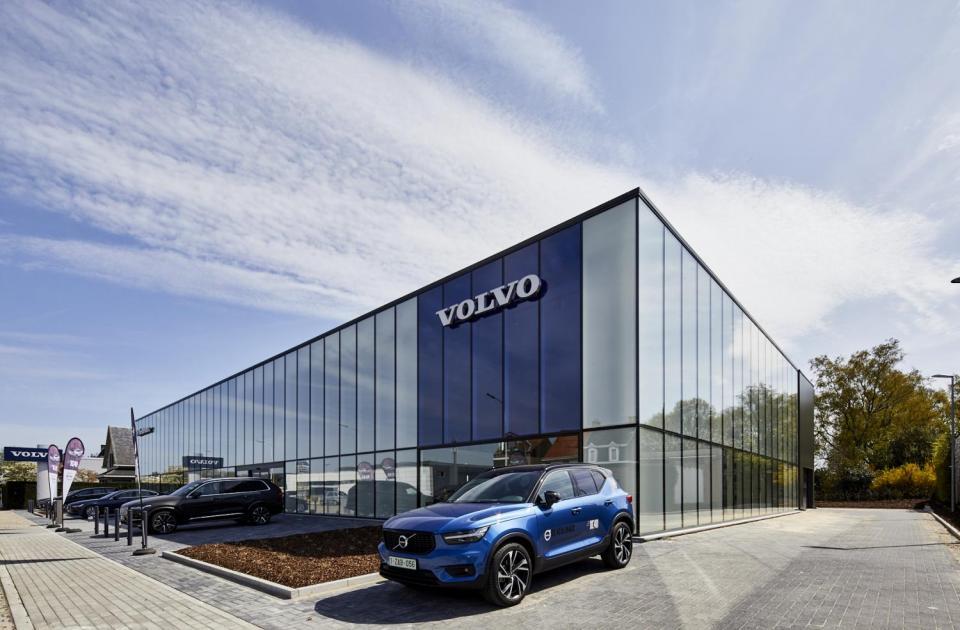 Gagare Volvo De Keulenaer in beveren gebouw door de voordenkers van Mathieu Gijbels