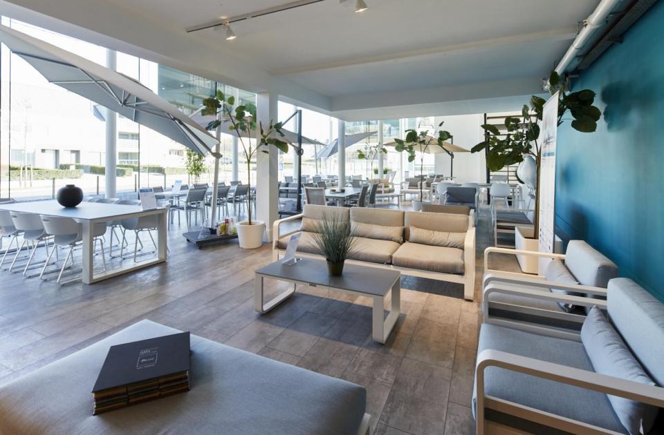 Interieurs Eycken opent nieuwe showroom tuinmeubelen