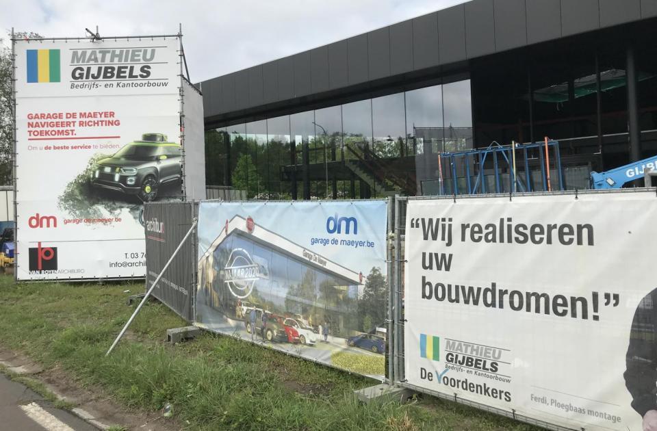 Garage De Maeyer, Garagebouw, Nieuwbouw, Mathieu Gijbels, Sint-Niklaas, showroom, De Voordenkers