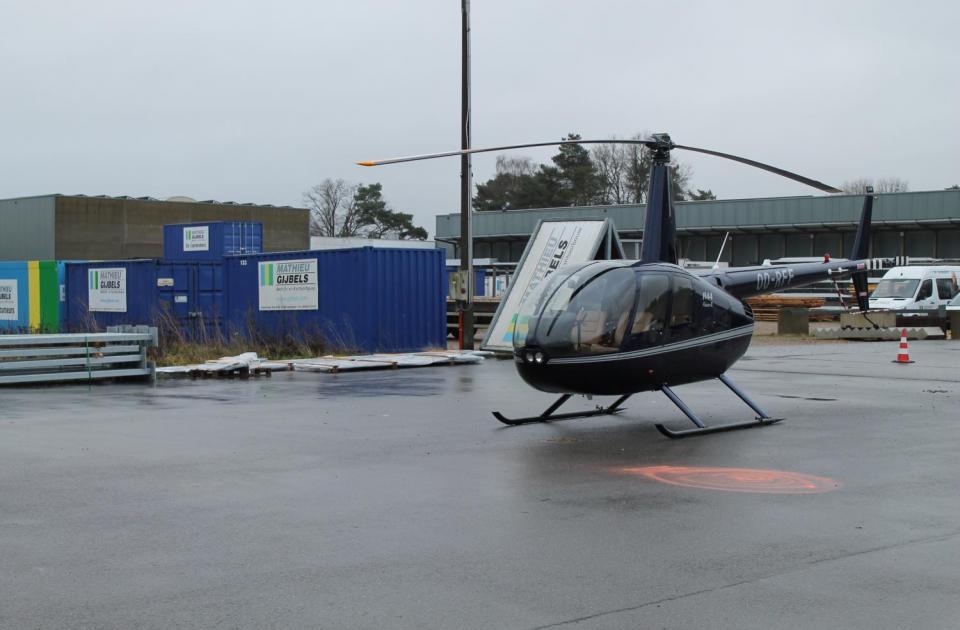 petsolutions accessoires hond kat benelux nieuwbouw magazijn lier bouwbedrijf mathieu gijbels limburg helicopter
