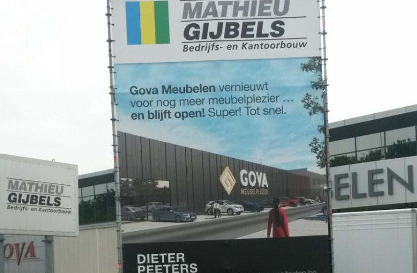 gova meubelen lier gevel renovatie inkom bouwbedrijf mathieu gijbels limburg oudsbergen werf publiciteit totem reclame