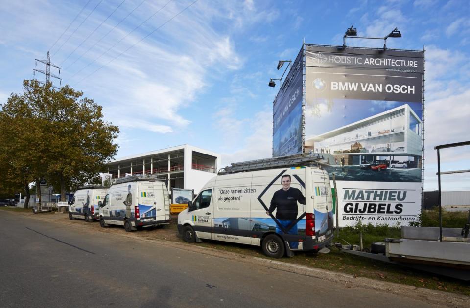 bmw van osch concessie hasselt nieuwbouw garagebouw mathieu gijbels bouwbedrijf limburg werf publiciteit werken
