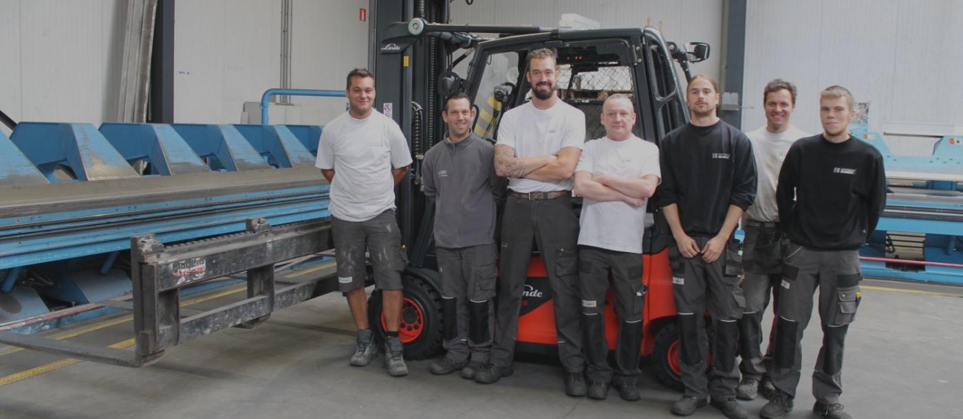 introductie nieuwe elektrische heftruck plooiafdeling Mathieu Gijbels