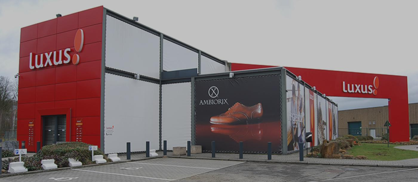 Pour le magasin de vêtements et de chaussures Luxus à Bierges, Les Précurseurs de Mathieu Gijbels réalisent une extension de la surface commerciale.