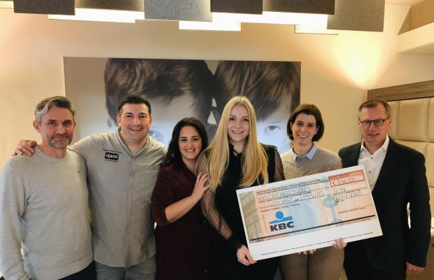 bouwbedrijf Mathieu Gijbels schenkt 16000 euro aan een hart voor limburg
