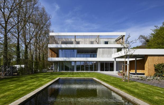 Voor tuinaannemer ATB Van der Weehe bouwde Mathieu Gijbels in 2017 in Broechem verschillende loodsen en kantoor met woning.