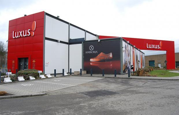 Voor schoen- en kledingwinkel Luxus in Bièrges zorgen De Voordenkers van Mathieu Gijbels voor een uitbreiding van de winkelruimte.